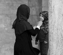 kalo jadi ibu' mau jadi ibu yang bisa men-sholih/hah kan anak2 :)