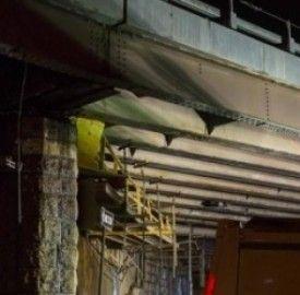 Paura maltempo a New York: crolla un pezzo del mitico ponte di Brooklyn