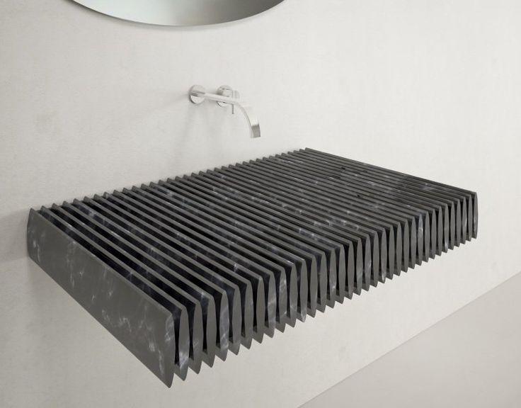 lavabo design original en granit à ailettes inhabituelles  beau design mais impossible à nettoyer , je pense !!