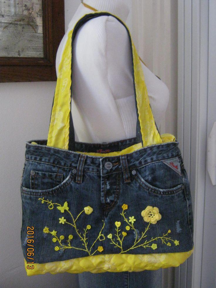 Sárga virágos, hímzett táska,, egy régi farmerből.