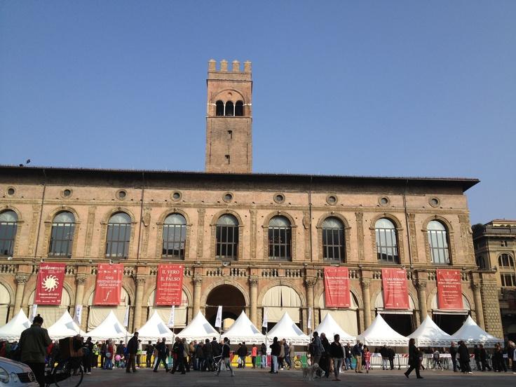 Le pagode dei cibi in Piazza Maggiore #ExpotourBologna #ExpoTour #Expo2015 #ExpoMilano2015 #Bologna #TavolaPlanetaria