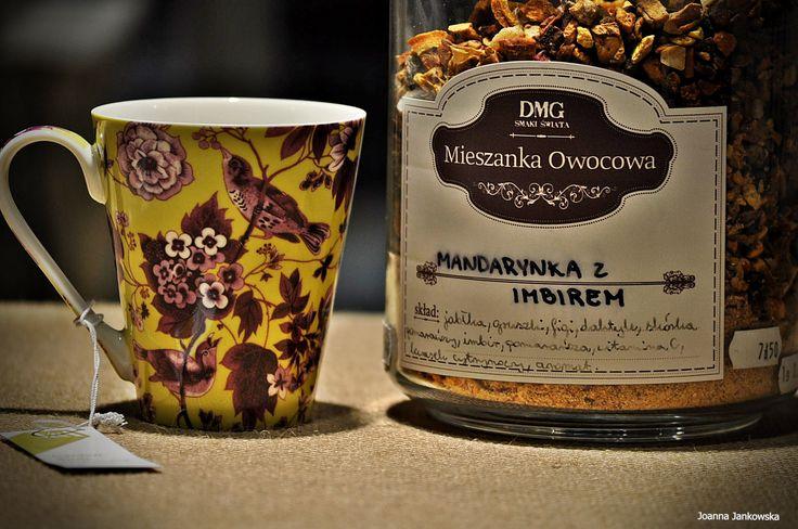 Owocowa herbata o smaku imbiru i słodkiej mandarynki Skład: jabłka, gruszki, figi, daktyle, skórka pomarańczy, ćwiartki pomarańczy, imbir, witamina C, naturalny kwasek cytrynowy. Czas parzenia:  5-10 minut, 100°C #herbata #kawa #gdansk #gdynia #sopot