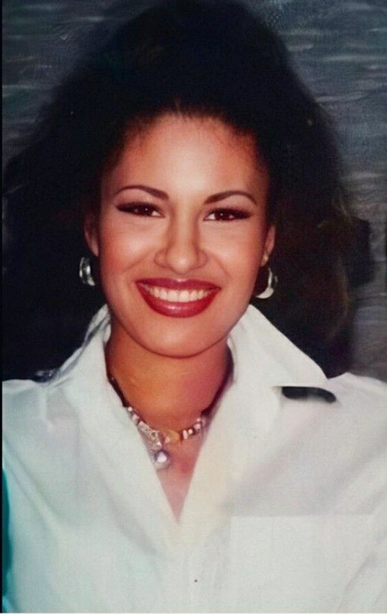 Pin By Nobody You Know On Selena Queen Of Tejano Selena Quintanilla Selena And Chris Perez Selena And Chris