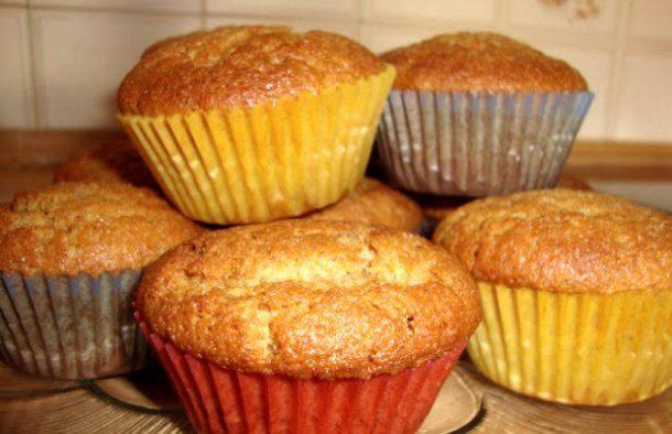 These Portuguese cinnamon cupcakes (queques de canela) are a temptation that is hard to resist.