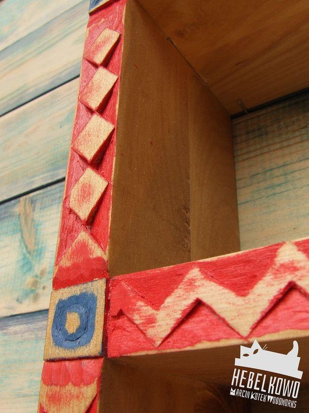 """Przepiękna ludowa półka z drewna brzozowego, idealna do kuchni i nie tylko! Ozdoby ręcznie wykonane tradycyjną metodą snycerską za pomocą dłut. Drewno łączone na tzw. """"jaskółczy ogon"""". 100%..."""