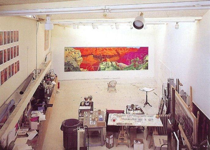 De minúsculos escritorios a gigantes talleres de pintura, la única cosa que todos estos estudios creativos tienen en común es que inspiraron a sus exitosos habitantes a crear genialidad.