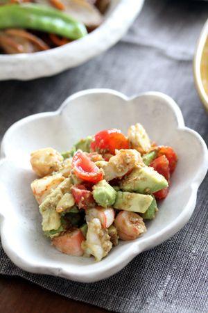 エビとアボカドのゴマ味噌サラダ