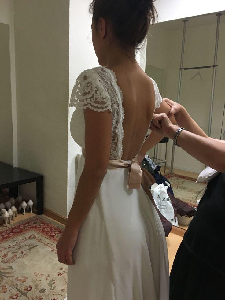 Las novias #innovias transforman los vestidos de novia a su gusto con el mejor servicio de costura. Un vestido de corte imperio con espectacular espalda descubierta