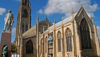 Lincoln, famous for the Waterfront Festival in July and affording visitors a wealth of architectural interest, a buzz of activities and leisure pursuits - plenty to enjoy as a couple, group of friends or as a family.