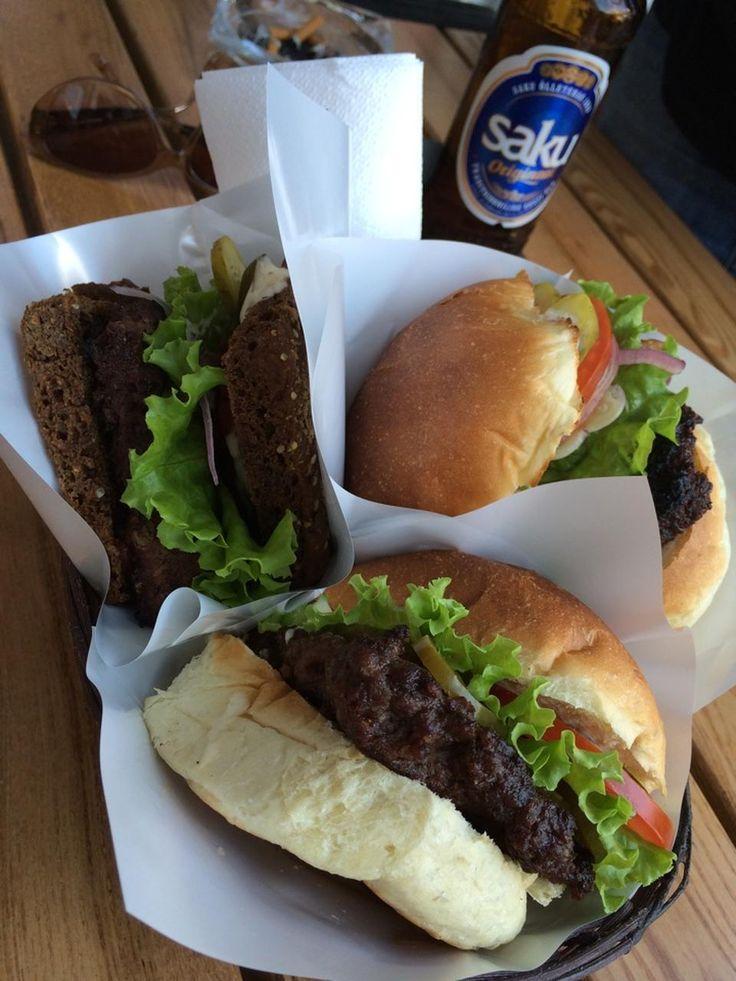 Jos suunnittelet piknikkiä Kadriorgissa, hae täältä burgerit ja muut eväät mukaan. #eckeröline #tallinna #tallinn #vesivaravakohvik