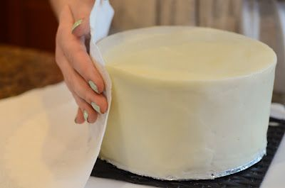 How to frost a cake with a paper towel and make it look like fondant....whoa! I think this may have just changed my life. Plus, it has to taste better than fondant!!