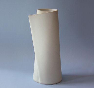 Italo Manrique - Inspiring Porcelain ceramic vases with exquisit fine art designs