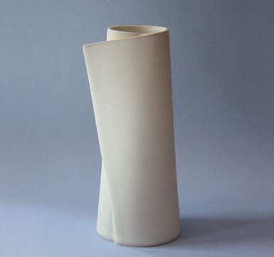 Italo Manrique - Inspiring Porcelain ceramic vases with exquisit fine art designs