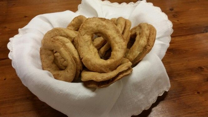 Taralli lessi con farina di Solina e anice #dolci #abruzzo #majella #agriturismoilportone