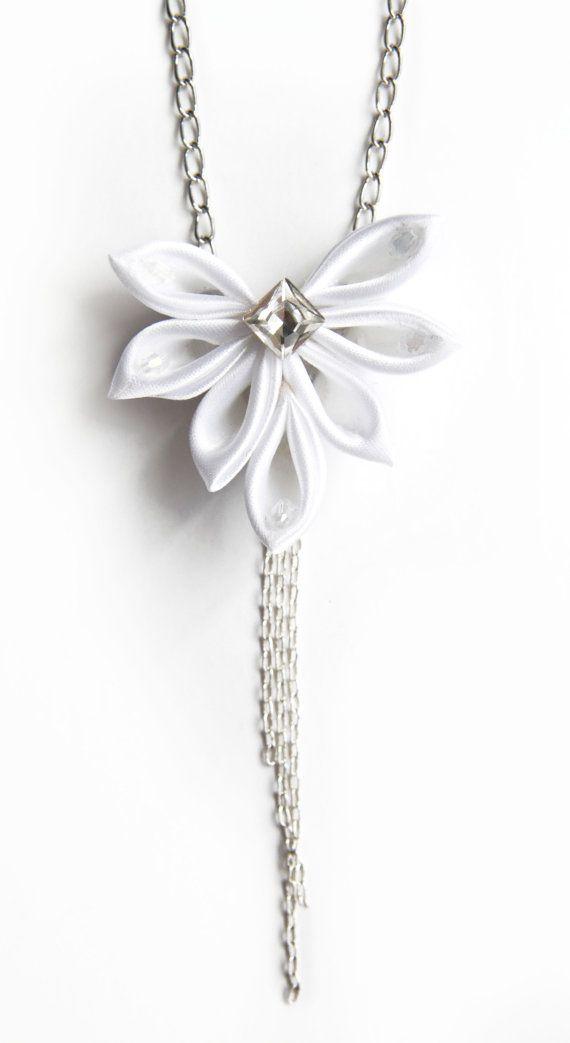 Collar de tela blanco con diamantes de imitación por OlelyDesign