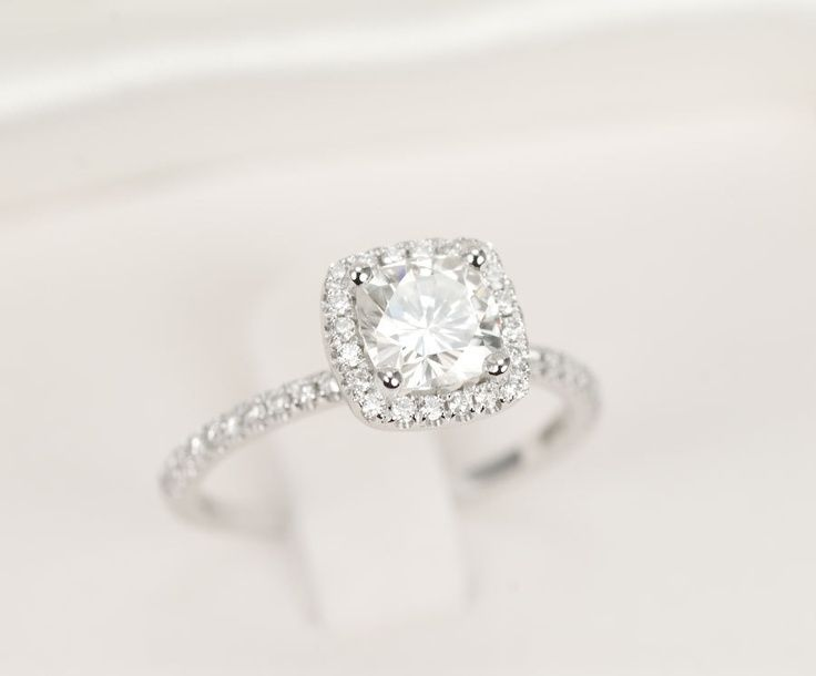GORGEOUS. Perfectly stunning. This is the perfect cushion cut.