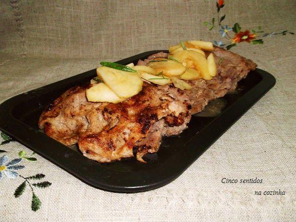 Cinco sentidos na cozinha: Costeletas de porco com maçã salteada