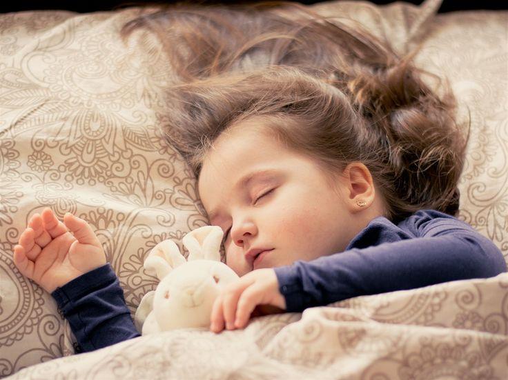 Molto spesso le mamme ed i papà vivono con difficoltà il momento della nanna, soprattutto quando i loro figli, indipendentemente da quale sia la loro età, faticano ad addormentarsi la sera.La Dott…