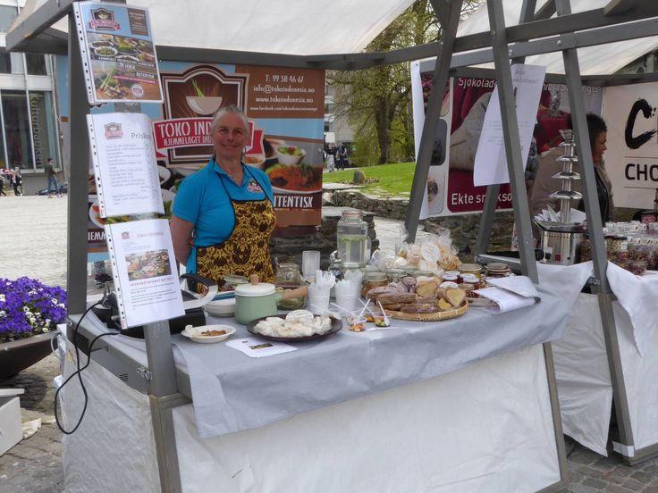 Market day in Stavanger with our Indonesian food