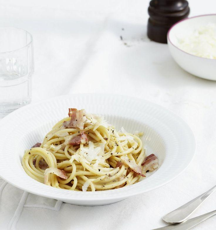 Rezept für Spaghetti mit Pancetta und Pecorino bei Essen und Trinken. Ein Rezept für 4 Personen. Und weitere Rezepte in den Kategorien Käseprodukte, Kräuter, Milch + Milchprodukte, Nudeln / Pasta, Schwein, Hauptspeise, Braten, Kochen, Italienisch, Einfach, Schnell.