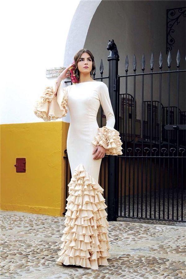 Flamenca beige cuello barco