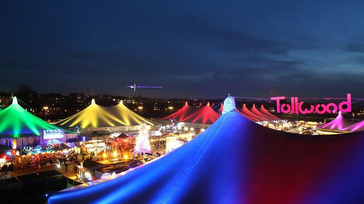 Das Tollwood Winterfestival gilt als der alternative Weihnachtsmarkt Münchens. Mit Theater-Veranstaltungen, Konzerten & dem Markt ist für jeden etwas dabei.