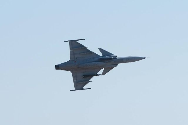 Military and Commercial Technology: Royal Thai AF Saab JAS-39 Gripen with GBU-12 LGB and Litening targeting pod