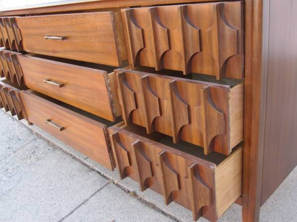 Broyhill Brasilia Long Dresser 9 Drawer In Echo Park