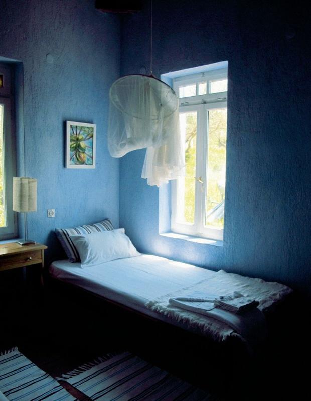 Camera albastră din Grecia. http://moodboards.ro/vila-elia-escapada-in-grecia/