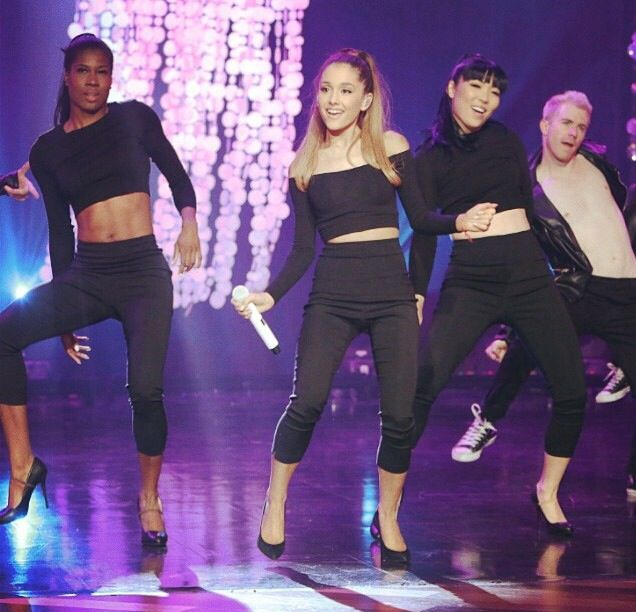 Ariana Grande performing Problem on Ellen Show today !!!