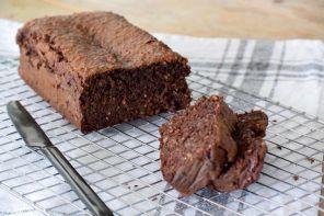 chocolade dadelcake, Gezonde cake recepten, Glutenvrije cakes, Cakes zonder bloem bakken, Gezonde chocolade cake, Puur Suzanne recepten, Dadels cake recepten