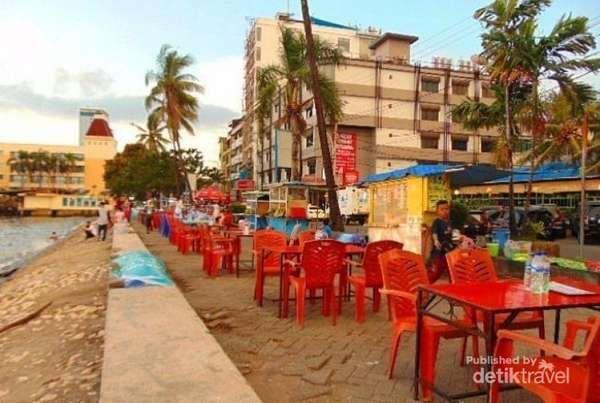 Menanti Sunset Dan Makan Pisang Epe Di Pantai Losari Makassar - http://darwinchai.com/traveling/menanti-sunset-dan-makan-pisang-epe-di-pantai-losari-makassar/