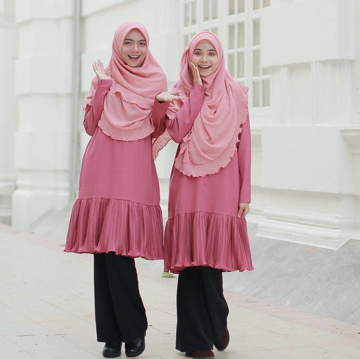 Admin belanja satu lagi gambar... supaya tidur awak lena malam ni.... . . Plsss.... jangan tengok Tunic tu lagi tau.... FOKUS pada tudung dulu... . Awak tahu tak nama Tudung yang model pakai tu.. ? . . Masih available beberapa warna... paling best.. warna macam model pakai ni masih available...!!  . . . Cecepat ke  www.hijabgaleria.my