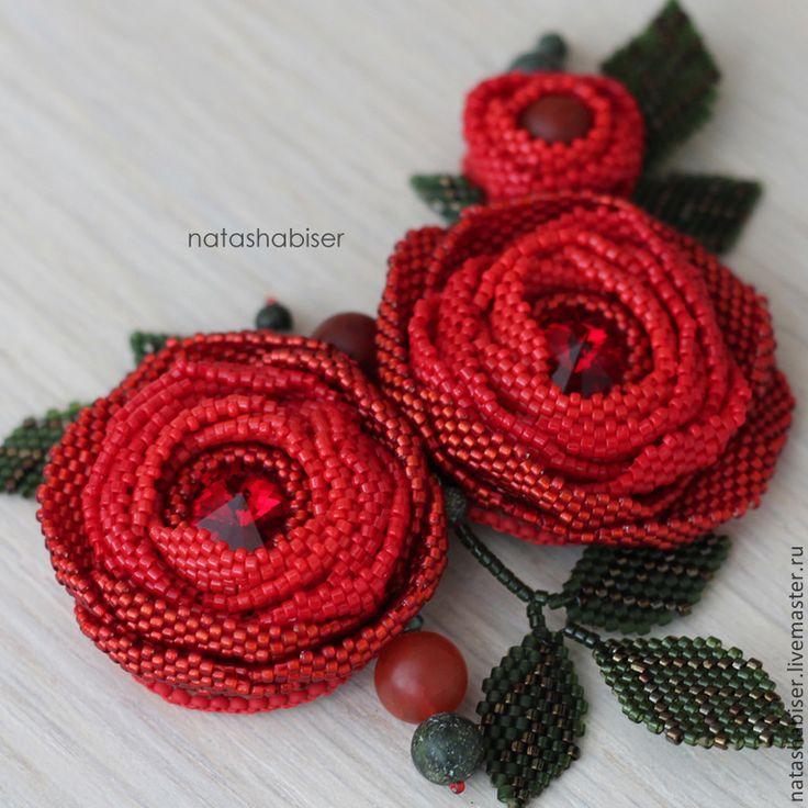 Купить Брошь с цветами из бисера и сваровски, красные розы (0374) - ярко-красный, красный, роза