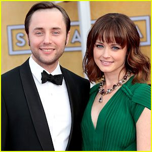 Alexis Bledel & Vincent Kartheiser: Engaged! That's awesome! Mad Men reunion!