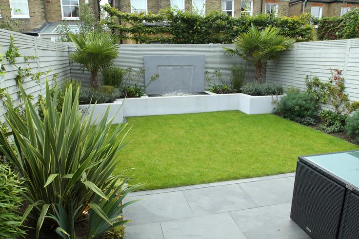 Shows how the lawn doesn't look good when it goes straight up to the bed walls.