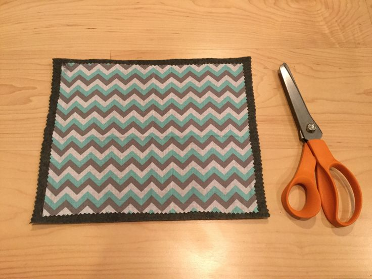 Do you need more trivets for the holidays? Do you need an easy gift and inexpensive gift idea for the holidays? This is it!
