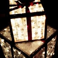 DIY: How to create your own lighted Christmas gifts for outside decor :: Hometalk