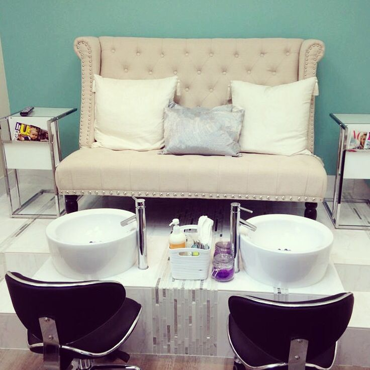 Pedicure station at m nails studio sola salons park ridge for Salon de pedicure