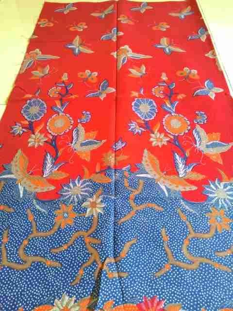 Yang suka warna merah ini dia kain  batik solo motif bunga cantik buat kamu