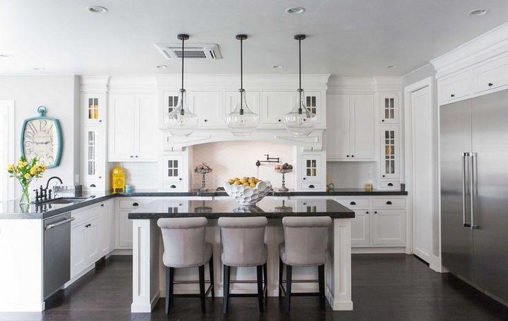 cuisine blanche et noire classique avec frigo américain moderne