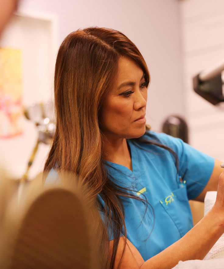 'Dr. Pimple Popper' Comes Back Tomorrow — & We Have Your First Look At The Premiere