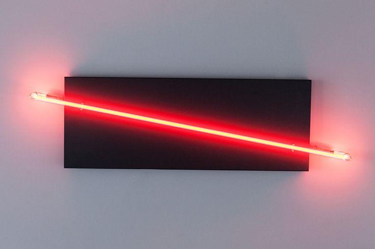 CZERWONA LINIA rok 2013 technika blacha stalowa, neon wymiar wys.30 cm, szer. 110 cm, gł. 6,5 cm cena 1200 PLN