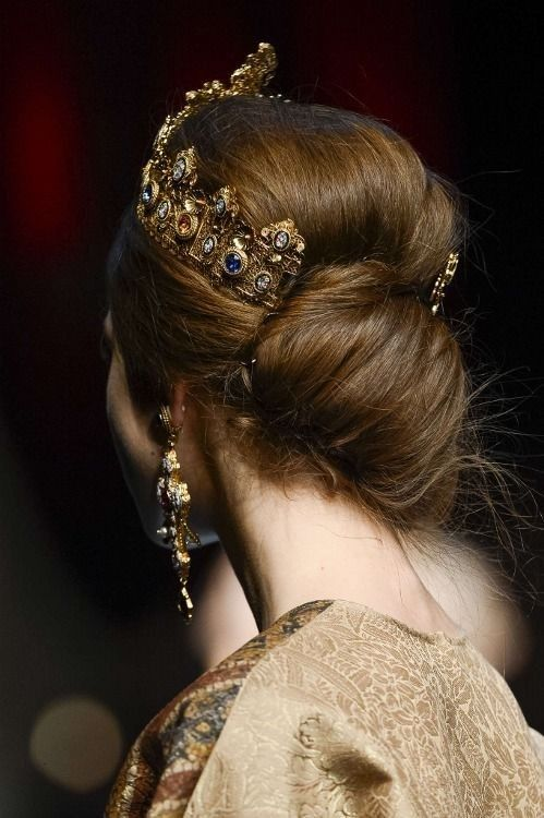 Queen Aesthetic, Princess Aesthetic, Gold Aesthetic, Yennefer Of Vengerberg, Maquillaje Halloween, Fairy Tales, Bollywood, Fancy, Hair Styles