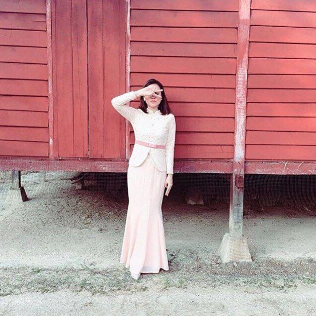 Love the sassy vibe here on @yanazahari donning the Baju Kebaya Lace (VERCATO Safira in pink) during the first Syawal.   Steal her look at Vercato.com   For inquiries: WhatsApp to 6011-26600313   E-mail: info@vercato.com   Facebook: www.fb.com/vercato   Instagram: http://ift.tt/29PhGZx #bajukurung2016 #kurungmoden #bajukurungmoden #bajukurung #bajukebaya #kebaya #kebayamodern #zalora #lazada #zalorasg #singapore #brunei #indonesia #malaysia #kebayacantik #muslimahwear #hijabootd #style…