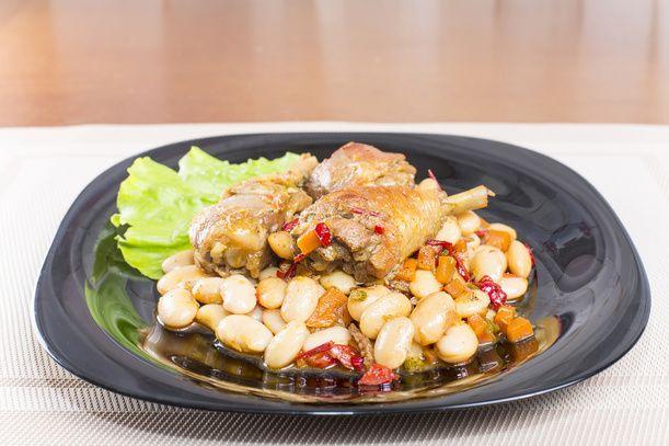 Cosce di pollo arrosto con Fagioli Cannellini di Atina DOP
