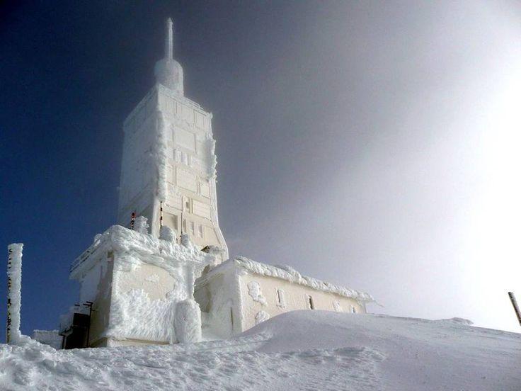 Mont Ventoux #tourismpaca #tourismepaca #MontVentoux #Vaucluse #Alpes #white #blanc
