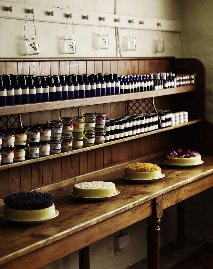 FARMHOUSE – INTERIOR – early american decor inside this vintage farmhouse seems perfect like quintessential soap.