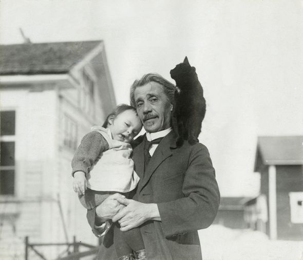 Finnish author Teuvo Pakkala (1862–1925) with his grandson Teuvo-Pentti and Mirri the cat, 1922 - Finland