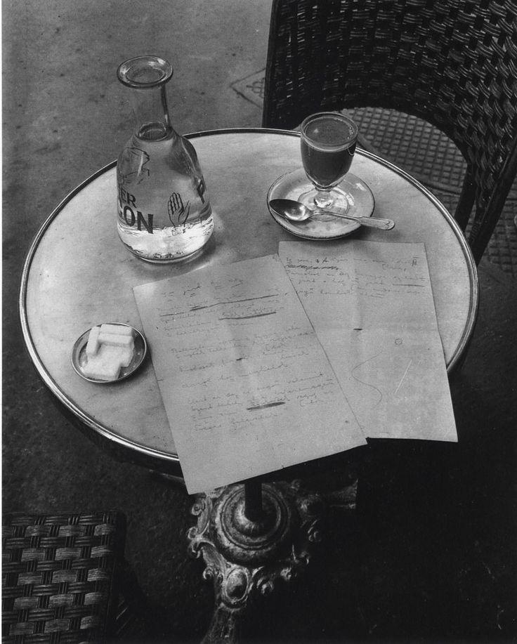 recefice:  Ady EndrePárizsban járt az õsz című versének kézirata egy párizsi kávéház asztalán Fotó: André Kertész 1932